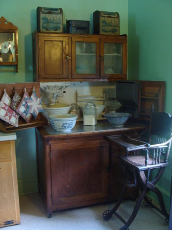 Strasburg, PA: Kitchen of Amish house