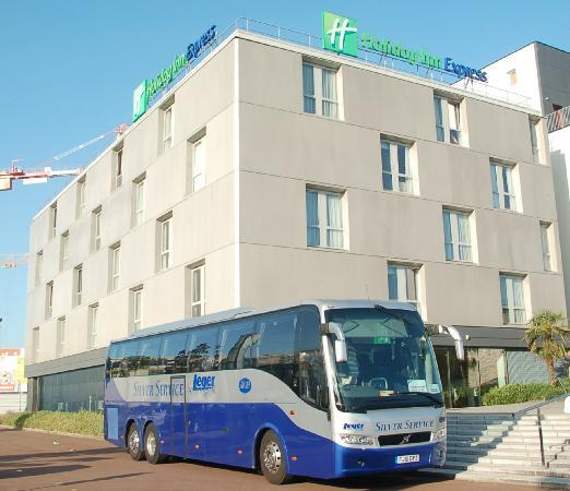 Saint-Nazaire, Frankrike: Leger coach at Express by Holiday Inn Saint Nazaire