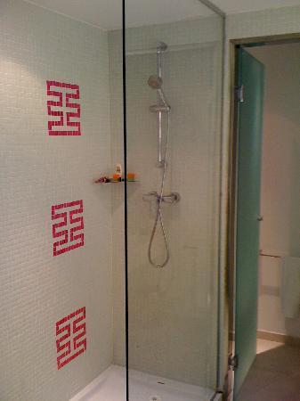 Room Mate Emma: Bathroom Area