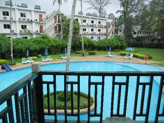 Amora Beach Resort: Main pool