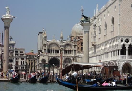 Palazzo Schiavoni: VeniceCanal