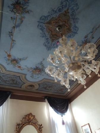 Palazzo Schiavoni: tromp l,oil ceilings2