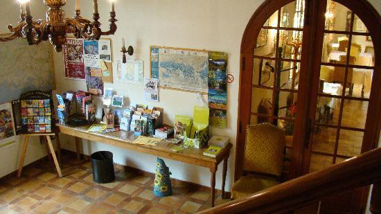 auberge des balastres : Infos touristiques et entrée salle à manger