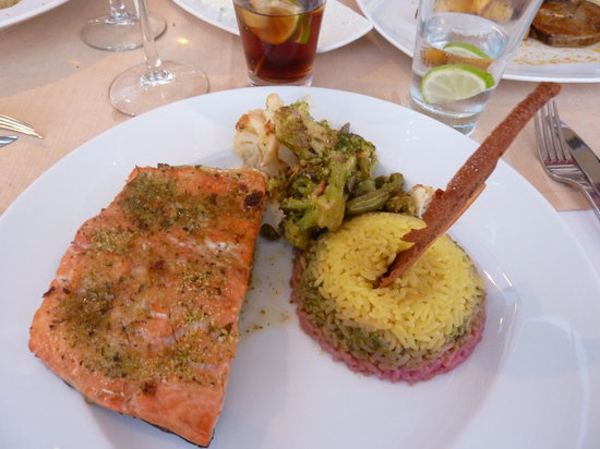 Kyma Beach Restaurant: Salmon