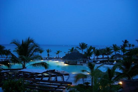 Sanctuary Cap Cana by AlSol: Pool at night