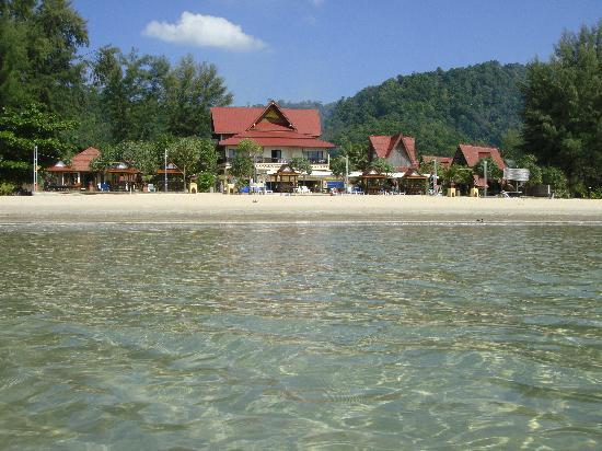 Lanta Sea House Resort : View of the hotel from the Sea