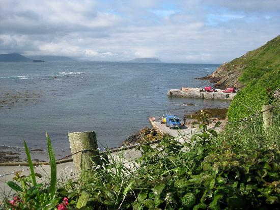 Sandrock Holiday Hostel: view of pier from front yard