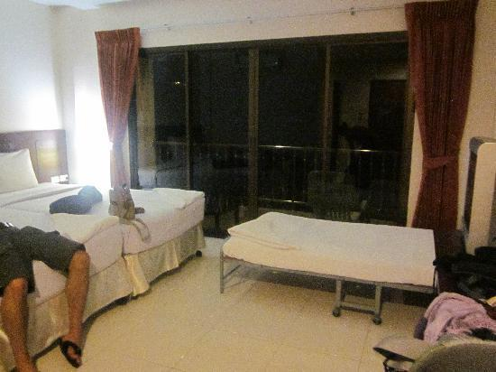 Seven Seas Hotel: triple room