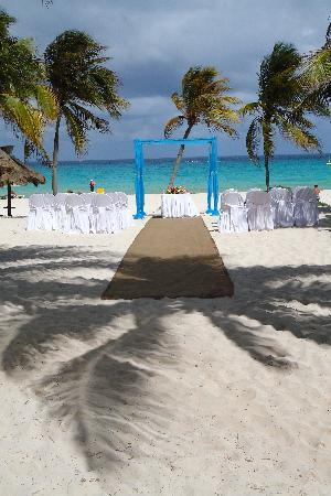 Iberostar Tucan Hotel: wedding on the beach