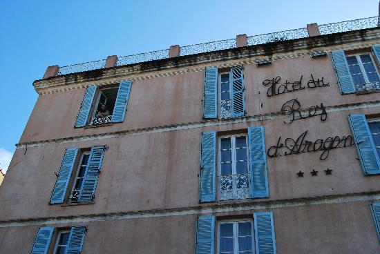 Best Western Hotel du Roy D'Aragon : La façade de l'hôtel
