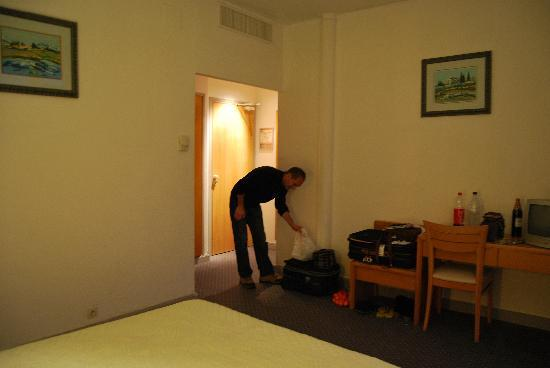 Best Western Hotel du Roy D'Aragon : Grande Chambre
