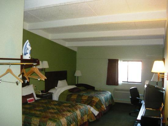 Ramada Hammond Hotel and Conference Center: Room 205