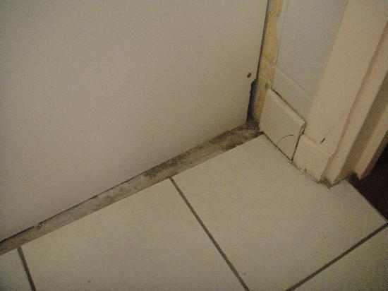 Mondhotel Chelles : sol salle de bain