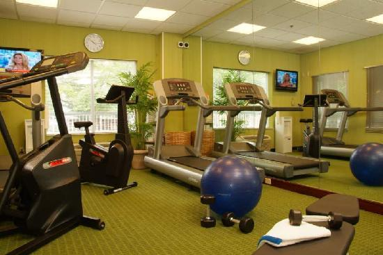Fairfield Inn & Suites Columbus OSU: Stay in shape while traveling by taking advantage of our fitness center open 24 hours.