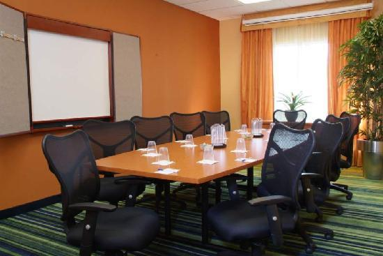 Fairfield Inn & Suites Columbus OSU: Our conference room is ideal for small meetings.