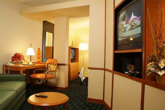 Fairfield Inn & Suites Columbus OSU: Our studio suite rooms offer extra amenities and more space.