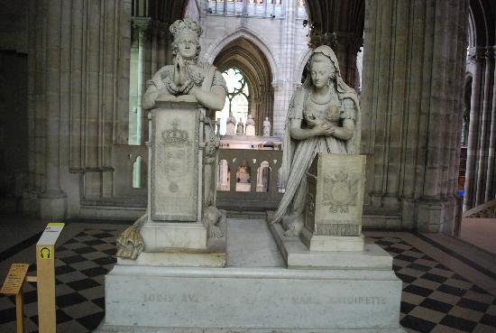 Saint-Denis, France : Marie Antoinette and Louis XVI grave