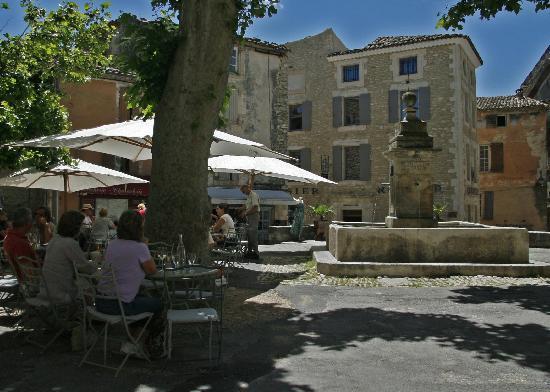 La Renaissance: In the shade at Le Renaissance