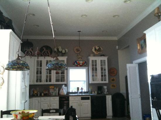 Newhart's Iron Horse Inn : Huge kitchen