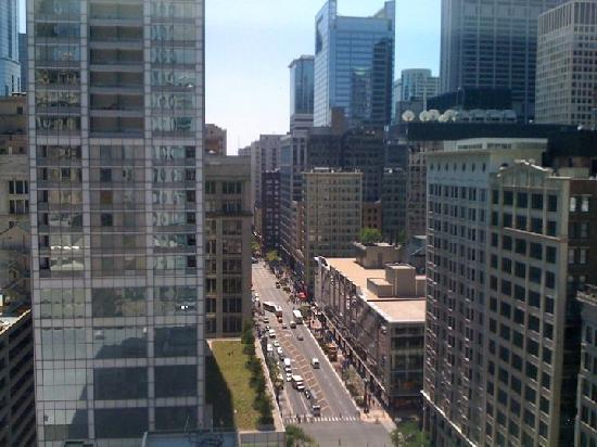 theWit - A DoubleTree by Hilton: The view from the bathroom!