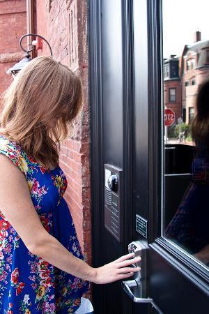 ذا إن آت سانت بوتولف: The Inn's keyless entry and intercom system allows guests to go directly to their room with a ke