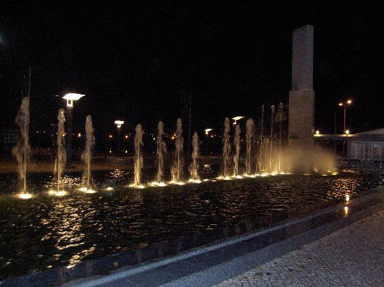 Portimao, Portugal: Fountain at night