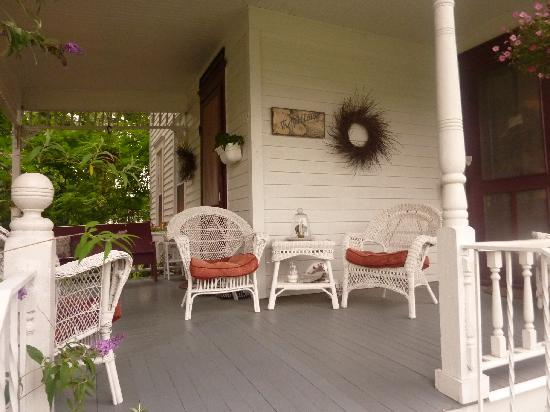 The Herb Cottage Bed and Breakfast: Terrasse