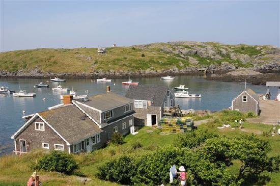Monhegan Island, เมน: Looking at the harbor from the Island Inn