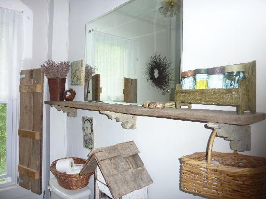 The Herb Cottage Bed and Breakfast: shared bathroom