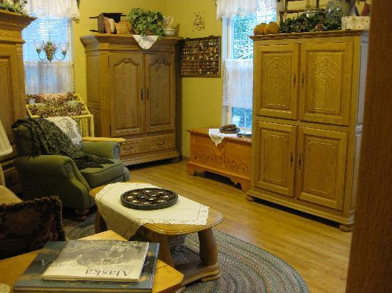 Alaska's Lake Lucille Bed & Breakfast: Sitting Room Attached to Bedroom