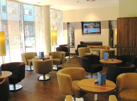 Holiday Inn Express Hamburg - St. Pauli Messe: Lobby