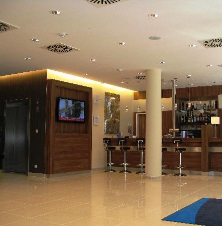 Holiday Inn Express Hamburg - St. Pauli Messe: Lobby / Bar