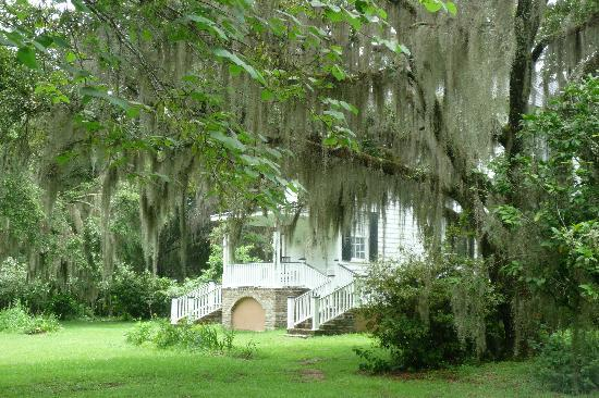 Hopsewee Plantation: The 1740 Thomas Lynch house.