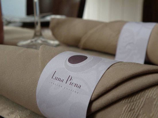 Luna Piena Tables