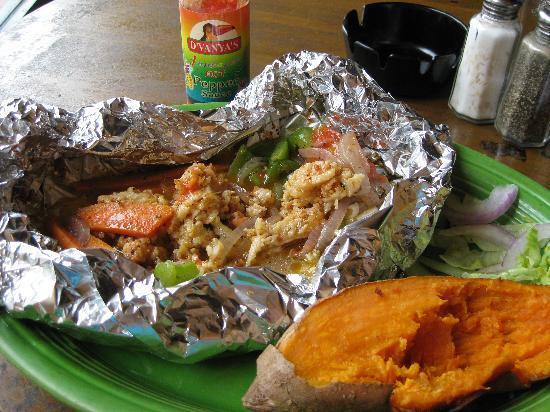 Conch Fritters Bar and Grill: A delicious Bahamian meal!