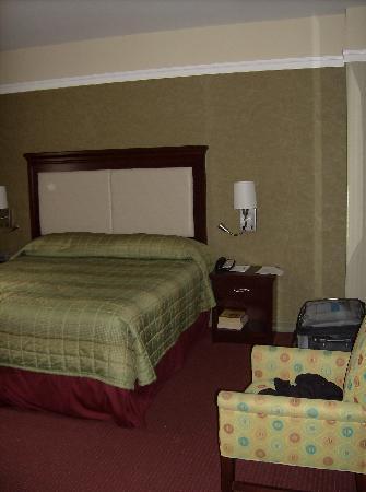 Room - Queen bed