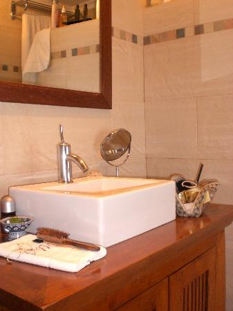 La Villa Marbella: Great bathroom