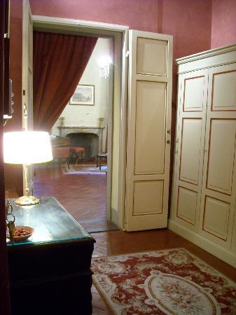 Palazzo Niccolini al Duomo: entering a room