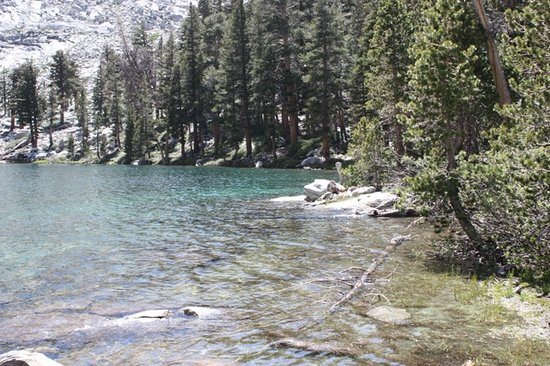 Mineral King Road: Crystal clear Eagle Lake