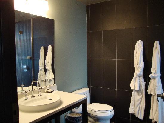Iron Horse Hotel : Nice roomy bathroom