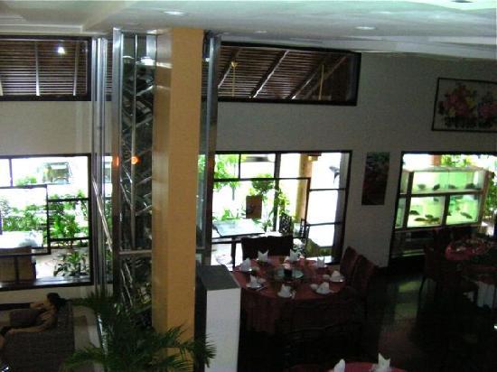 Almond Hotel Phnom Penh: Foyer