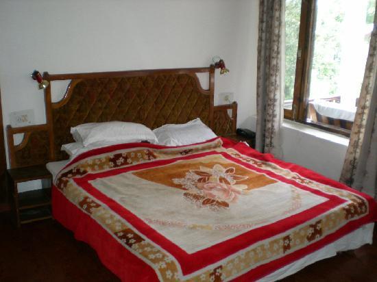Tourist Hotel: de luxe room
