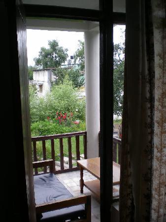 โรงแรมทัวริสต์: door to room balcony