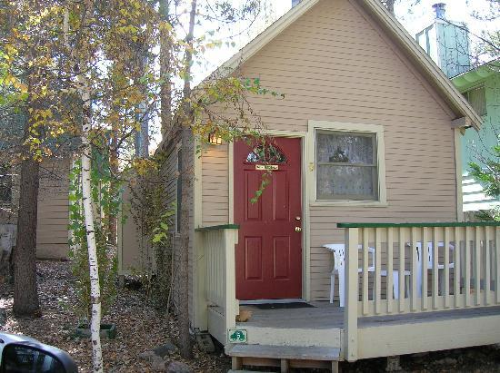 Sleepy Forest Cottages: secluded 1 room cottage with kitchenette