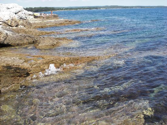 Vila Kristina: klares Wasser mit Badeplateaus