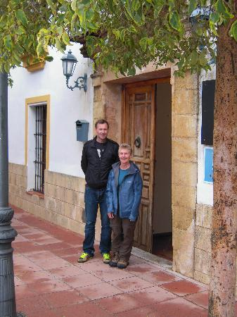 Hotel Montejaque: With Chris in front of the hotel