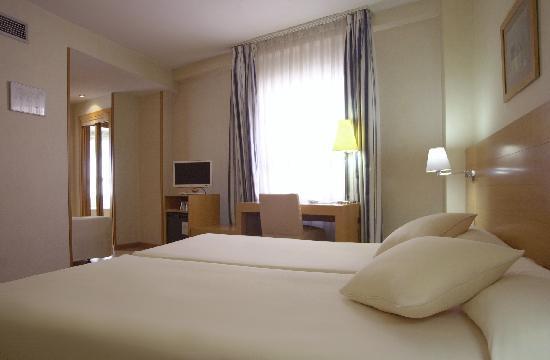 Hotel Infanta Mercedes: Habitación Triple