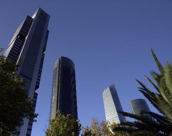 Hotel Infanta Mercedes: Alrededores - 4 Torres