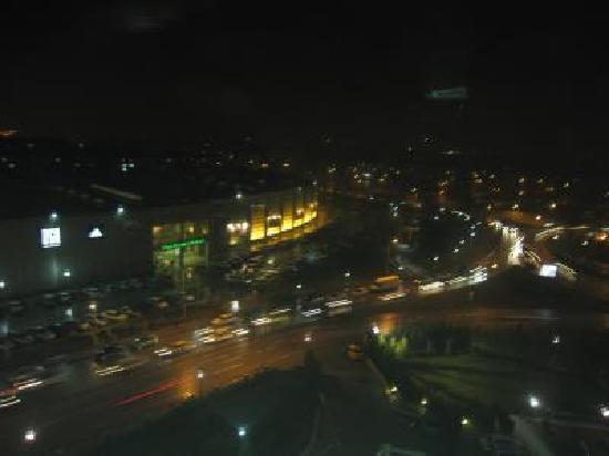 Dedeman Konya Hotel & Convention Center: 目の前の道
