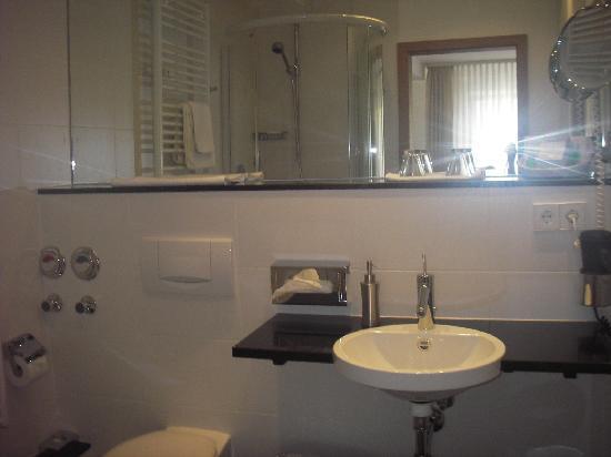 Romantik Hotel Zur Schwane: sehr sauberes und modernes Badezimmer, mit Sauna